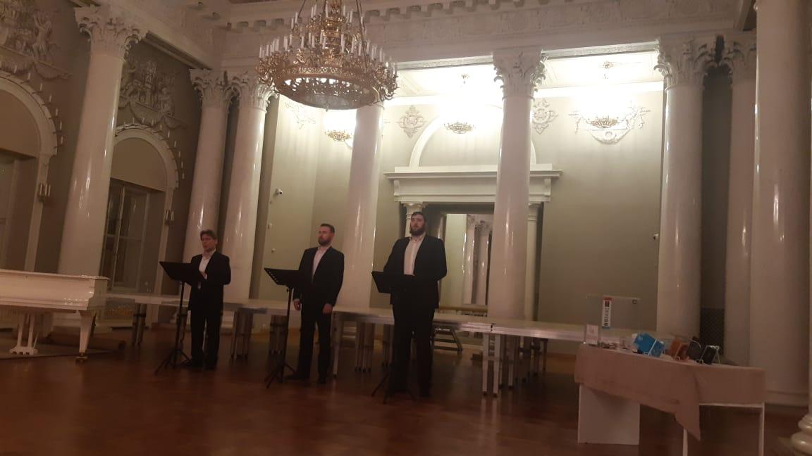 Chanteurs dans la salle de cérémonie du palais Yusupov sur la Moika