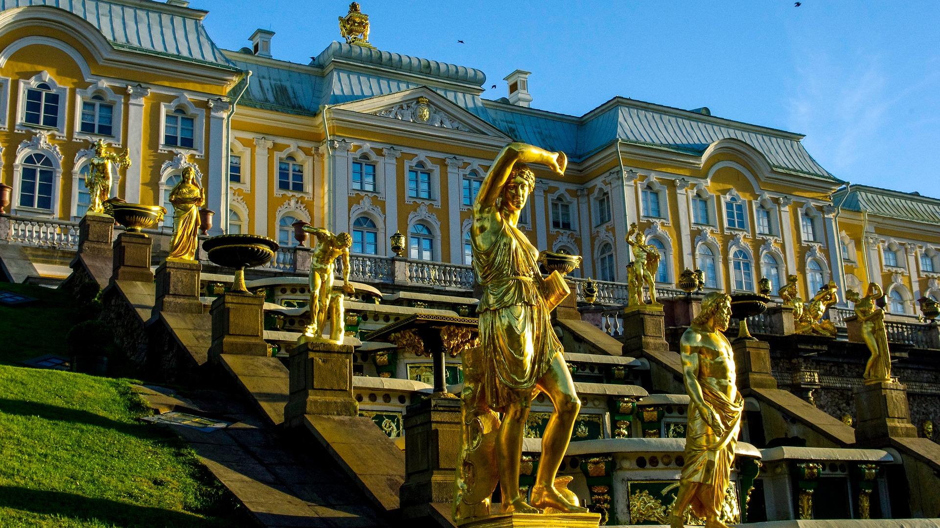 Statues dorées de fontaines