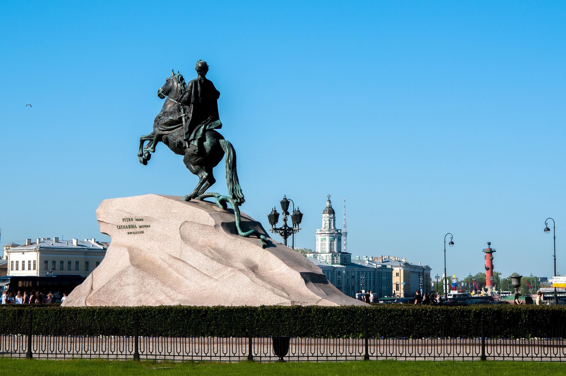 un monument à Pierre le Grand