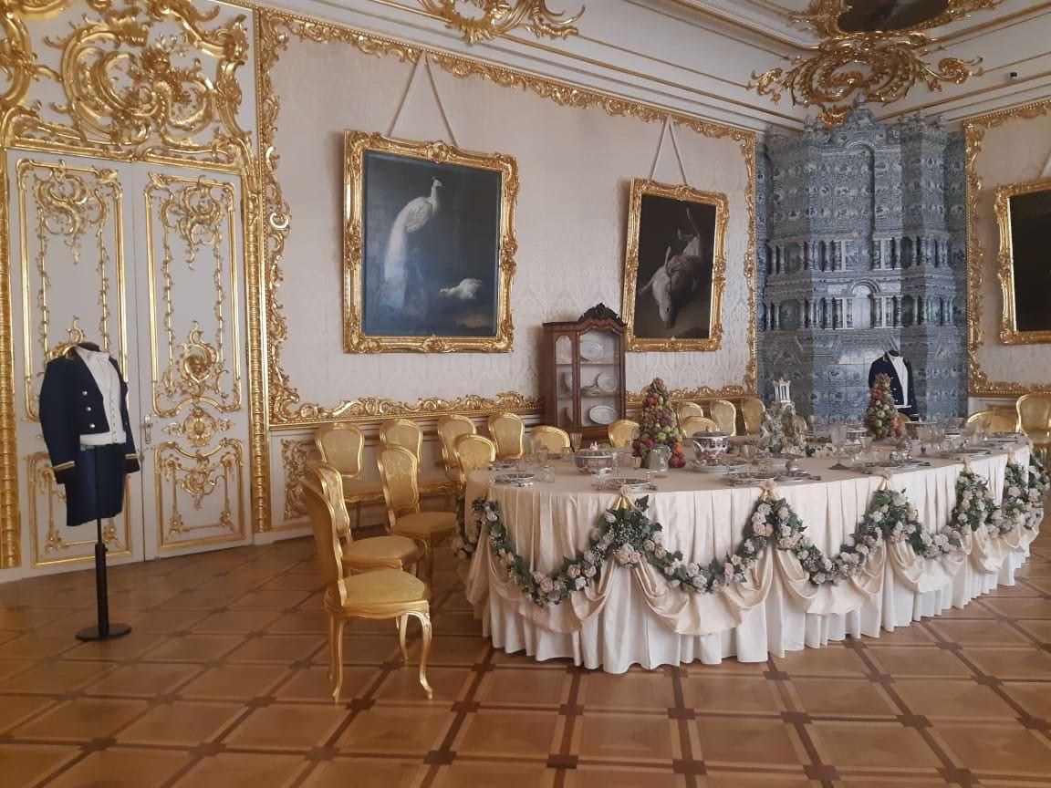 la salle a manger blanche palais de catherine
