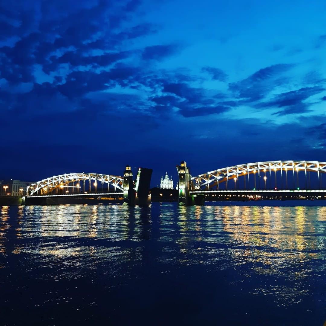 visite nocturne de Saint -Petersbourg