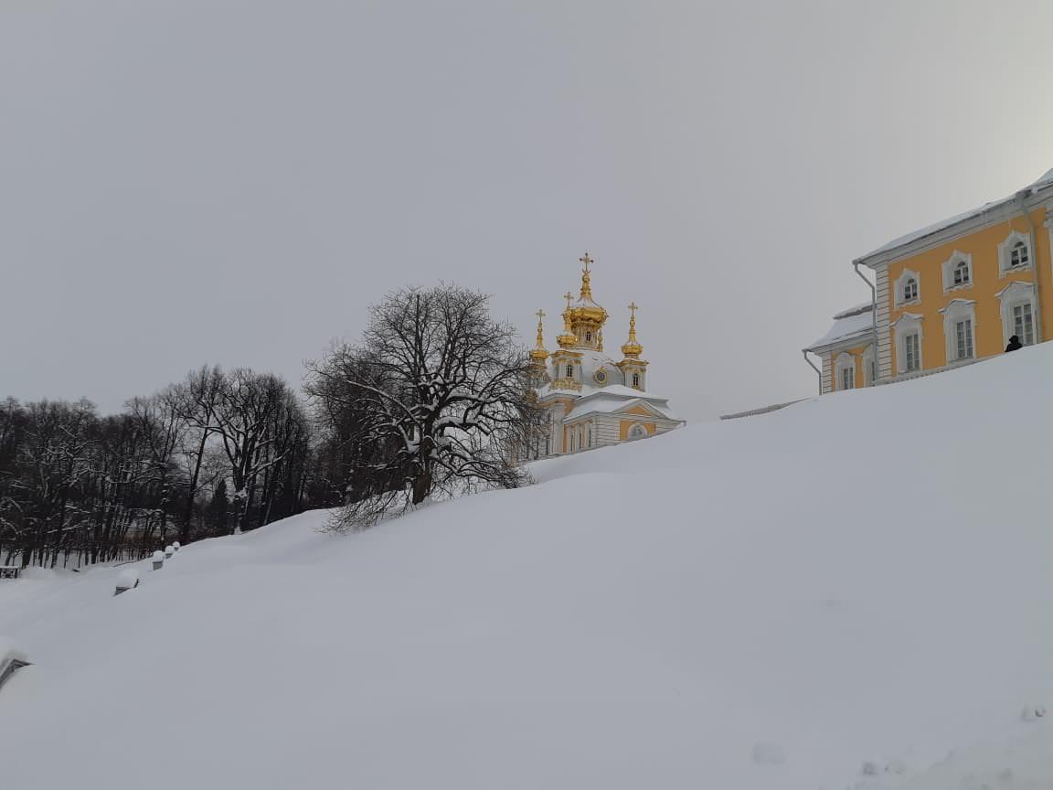 le parc sous la neige Peterhof