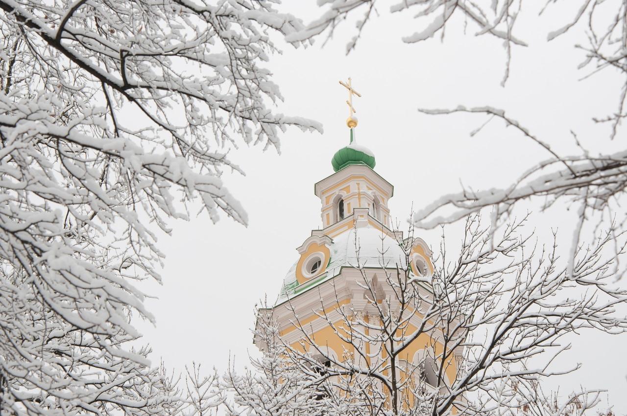 les eglises sous la neige a Saint-petersbourg