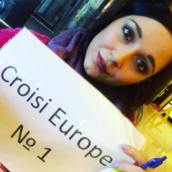 Aidochka fotka avec plaque Croasi Europe - un guide très sérieux. nuits blanches 2018