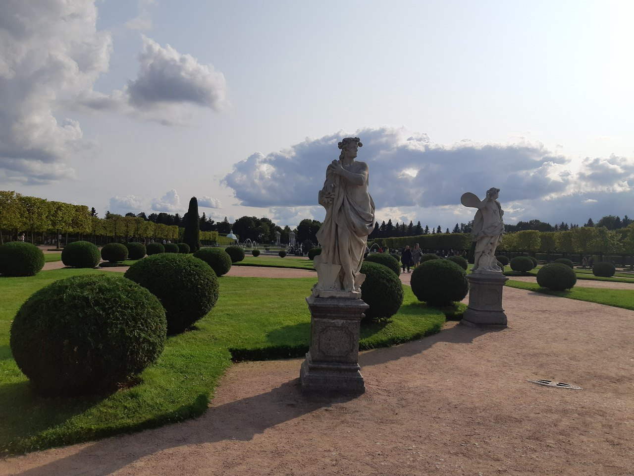 les statues du jardin superieur