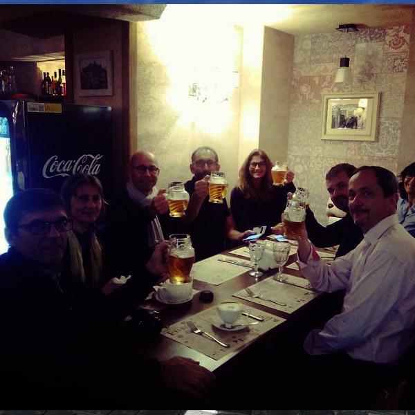 les touristes francais boivent de la biere russe