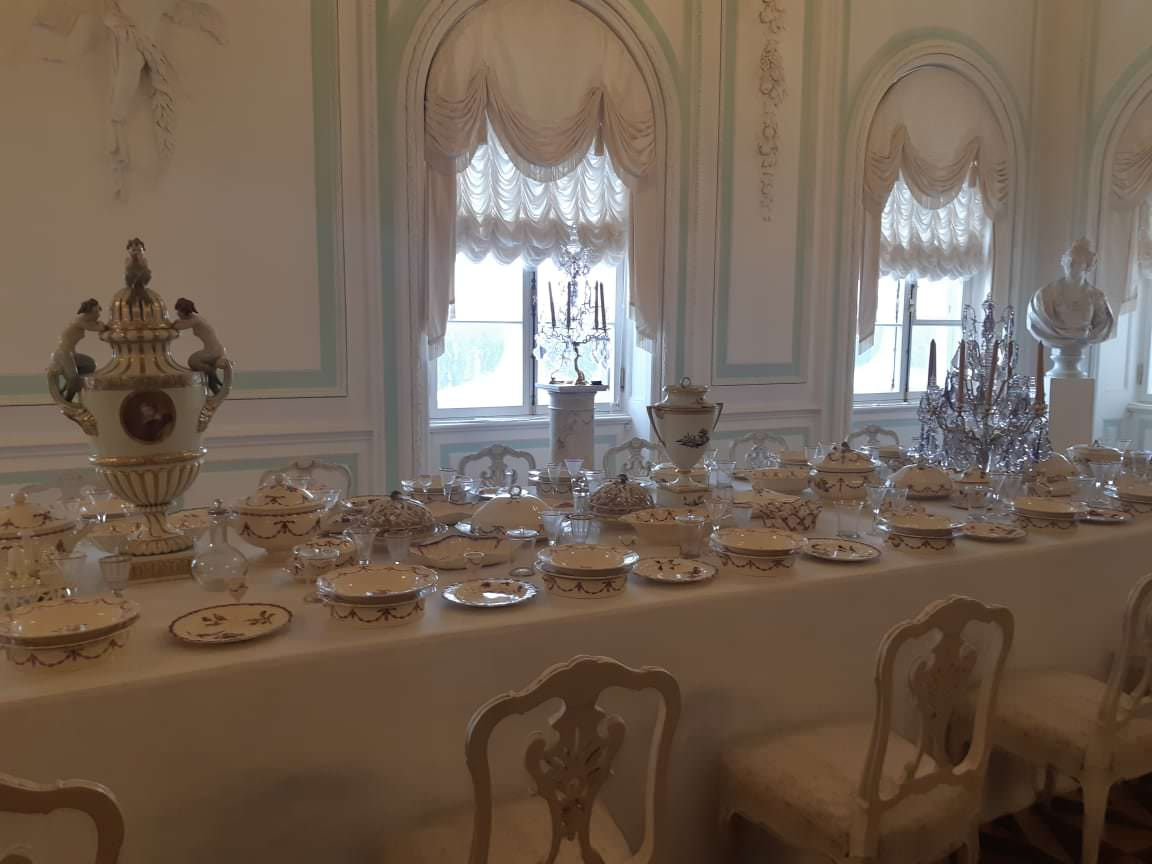 la salle a manger blanche peterhof