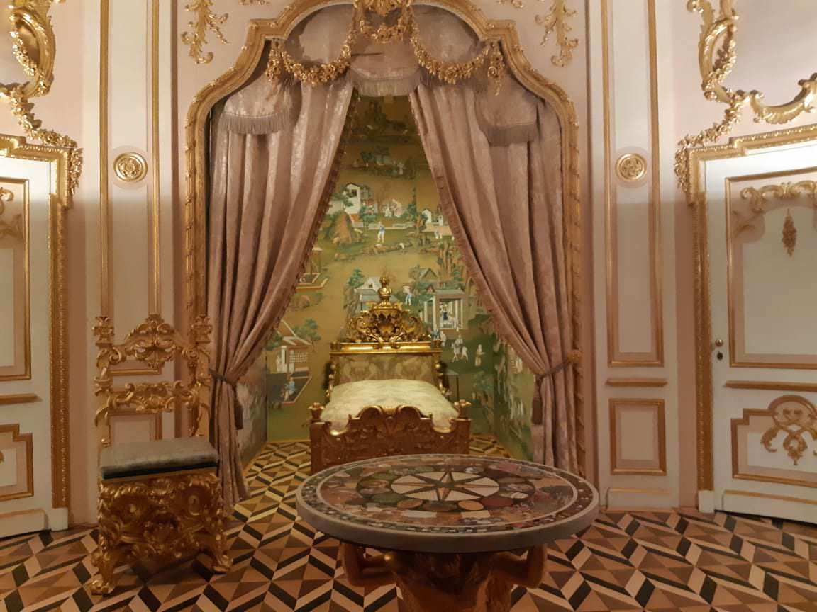 la salle de la couronne peterhof