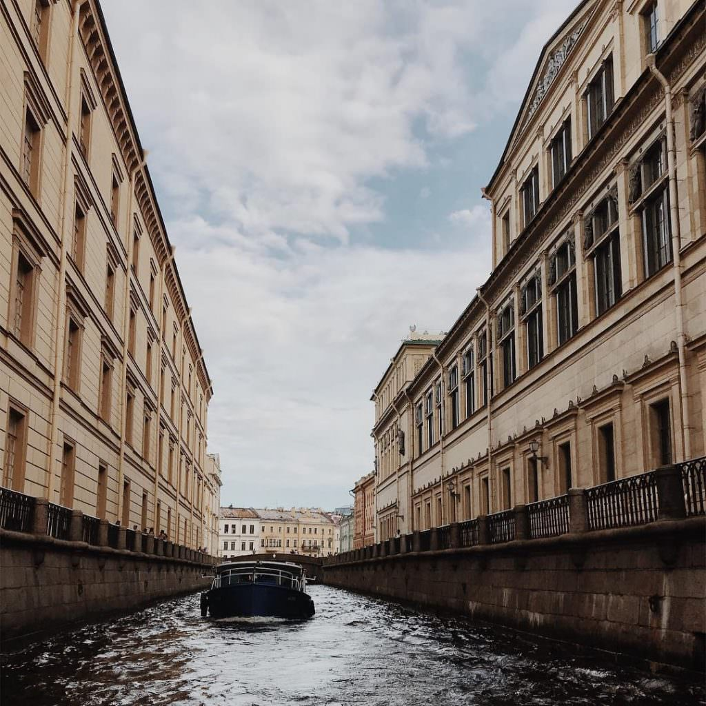 le canal d`hiver, saint-petersbourg, musee de l`hermitage